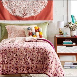 OPALHOUSE Quilt/COMFORTER TWIN XL IKAT BLUSH Dorm